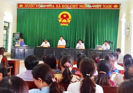 Vu hoc sinh bi trung thuoc, mu mot mat: Nha truong phai boi thuong gan 110 trieu dong - Anh 3