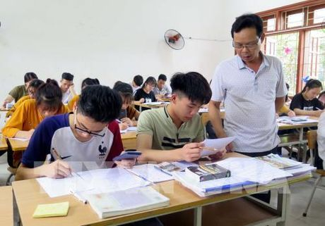 Ky thi THPT quoc gia 2017: Dieu chinh phuong phap on thi dua tren bo de thi tham khao - Anh 1