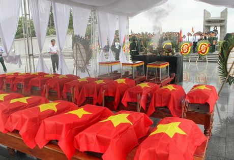 Quang Tri: Don 21 hai cot liet si hi sinh tren dat ban Lao ve dat me - Anh 1