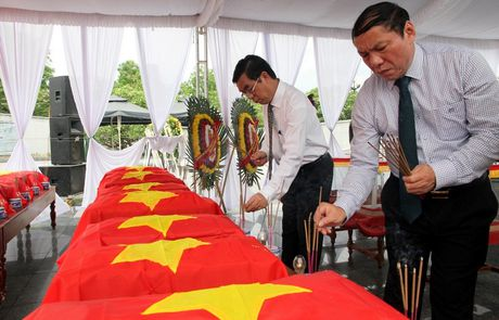 Quang Tri: Don 21 hai cot liet si hi sinh tren dat ban Lao ve dat me - Anh 4