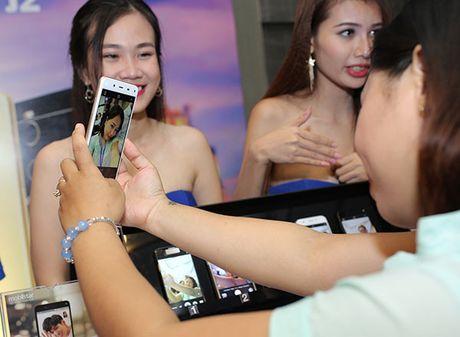 Thuong hieu Viet Mobiistar danh chiem phan khuc tam thap bang bo doi selfie 13MP - Anh 2