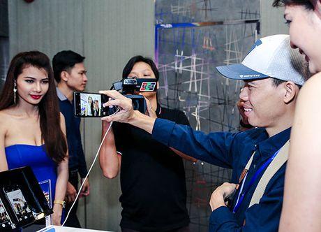 Thuong hieu Viet Mobiistar danh chiem phan khuc tam thap bang bo doi selfie 13MP - Anh 3
