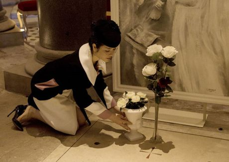 Vua den Phap, Ly Nha Ky voi den vieng mo Cong nuong Grace Kelly - Anh 1