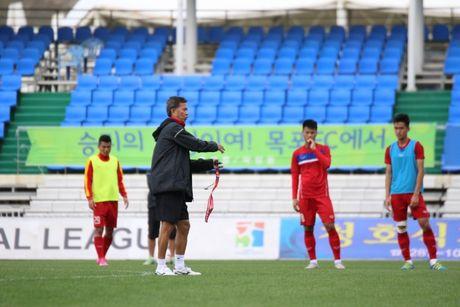 U20 Viet Nam: HLV Hoang Anh Tuan gay bat ngo phut chot? - Anh 1