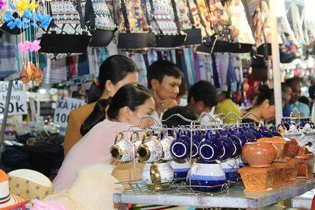 Hoi cho Do go Binh Dinh thu hut manh khach mua sam - Anh 2