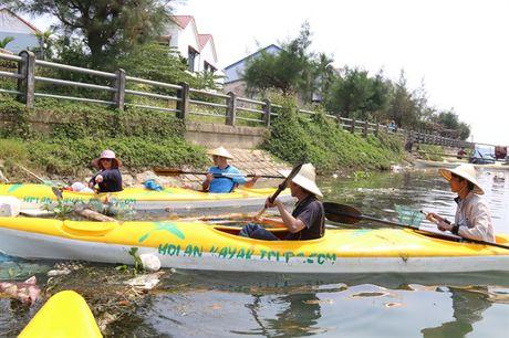 Doc dao tour du lich co mot khong hai - 'vot rac tren song Hoai' - Anh 2