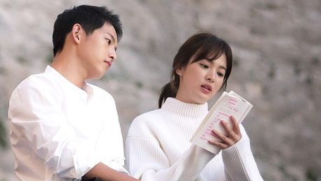 Song Joong Ki 'choi troi' hon ca Bi Rain, tau biet thu gia 10 ty won - Anh 1