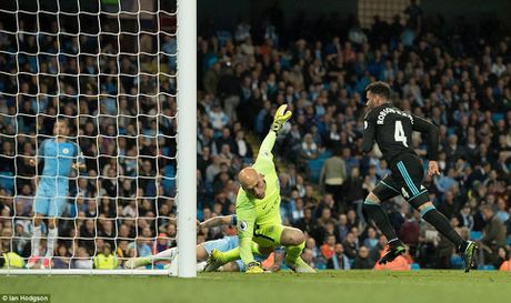 Toan canh: Man City 'de bep' West Brom cam chac ve du Champions League - Anh 9