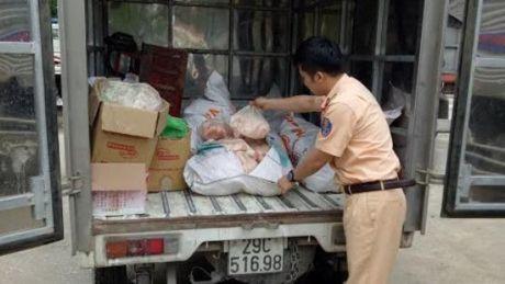 Lan loi tu Ha Noi vao Nghe An gom thuc pham ban de kiem loi - Anh 1