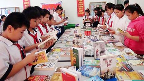 Phat dong phong trao 'Doc va hoc tap suot doi theo tam guong Bac Ho vi dai' - Anh 1
