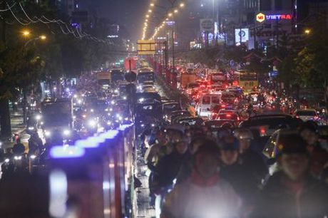 Giao thong trung tam Sai Gon roi loan trong mua lon - Anh 6
