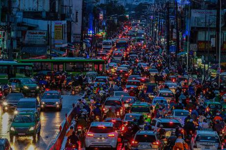 Giao thong trung tam Sai Gon roi loan trong mua lon - Anh 9