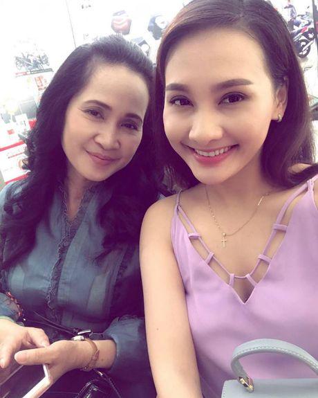 Angela Phuong Trinh goi cam voi phong cach sexy noi loan, Ha Vi tuoi tan voi sac hong cam - Anh 10