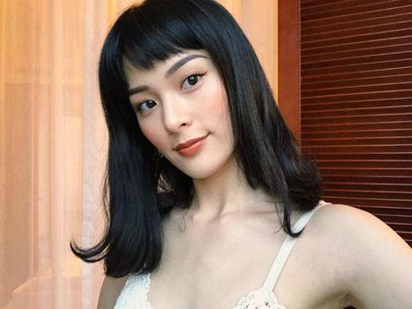 Angela Phuong Trinh goi cam voi phong cach sexy noi loan, Ha Vi tuoi tan voi sac hong cam - Anh 1