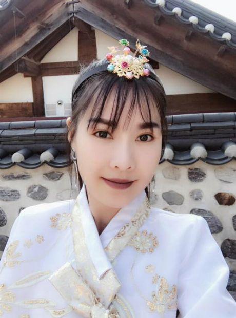 Angela Phuong Trinh goi cam voi phong cach sexy noi loan, Ha Vi tuoi tan voi sac hong cam - Anh 8