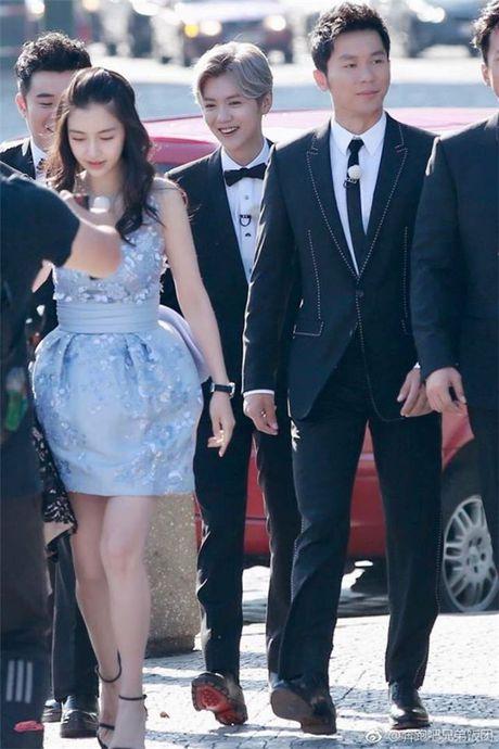 'Bo be' Cannes, Pham Bang Bang vo tu hen ho cung Ly Than giua troi Tay - Anh 9