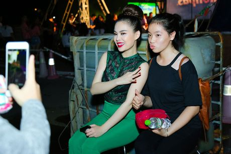 Giang Hong Ngoc khoe dang voi jumpsuit xanh la, muot mo hoi tai su kien - Anh 8