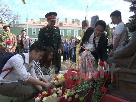 Hoi thao 'Ho Chi Minh va 100 nam Cach mang Thang 10 tai Nga' - Anh 1