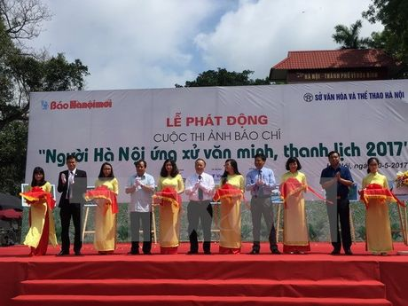 Phat dong cuoc thi anh Nguoi Ha Noi ung xu van minh, thanh lich - Anh 1