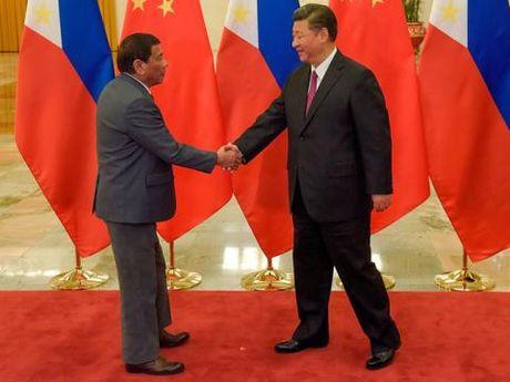 Tu choi vien tro co dieu kien, Philippines kho roi Trung Quoc? - Anh 1
