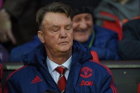 Ajax nho Louis van Gaal tu van de danh bai thay tro Jose Mourinho - Anh 1