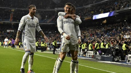 Truoc vong cuoi La Liga: 'Co trong tay' Real; Hy vong nao cho Barca? - Anh 1