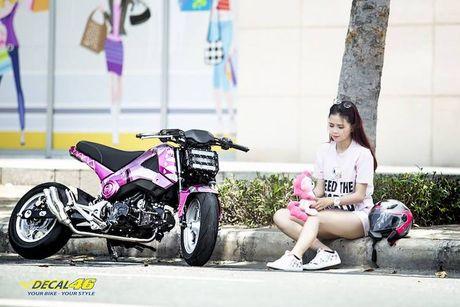 Nu biker Viet cuc cool ben Honda MSX125 hang khung - Anh 4