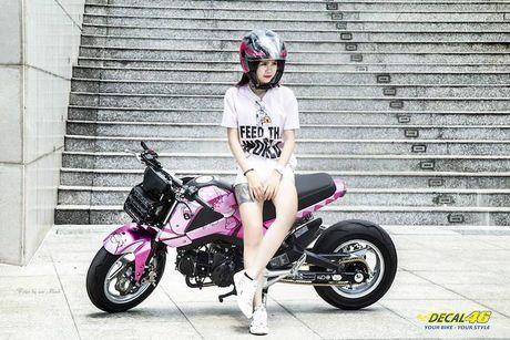 Nu biker Viet cuc cool ben Honda MSX125 hang khung - Anh 5
