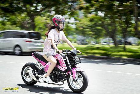 Nu biker Viet cuc cool ben Honda MSX125 hang khung - Anh 6