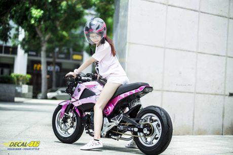 Nu biker Viet cuc cool ben Honda MSX125 hang khung - Anh 8