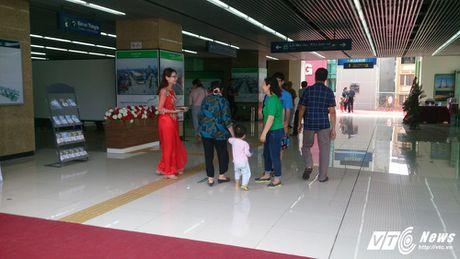 Dan Thu do tan mat kham pha ga duong sat tren cao Cat Linh-Ha Dong - Anh 11