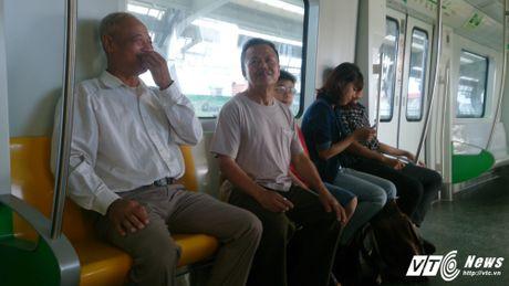 Dan Thu do tan mat kham pha ga duong sat tren cao Cat Linh-Ha Dong - Anh 5