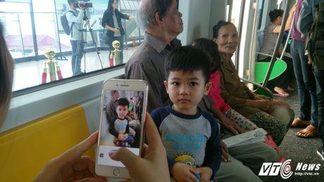 Dan Thu do tan mat kham pha ga duong sat tren cao Cat Linh-Ha Dong - Anh 9