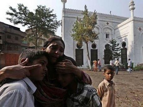 11 dan thuong thiet mang trong bi danh bom cua Taliban - Anh 1
