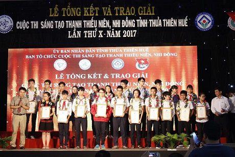 Thua Thien Hue: Trao 48 de tai Sang tao thanh thieu nien, nhi dong nam 2017 - Anh 1