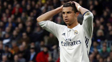 Ronaldo bi cao buoc tron 150 trieu euro tien thue - Anh 1