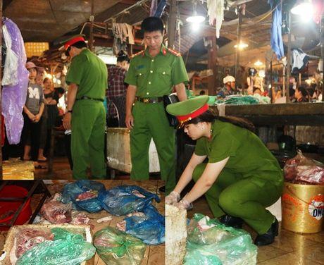 Xu ly dut diem tinh trang mua ban thuc pham ban o Ha Tinh - Anh 1