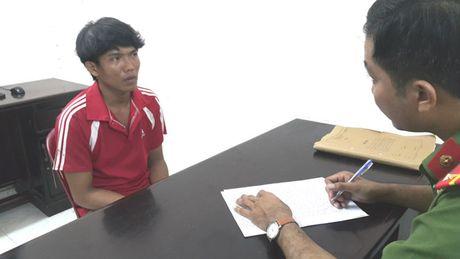 Thanh nien ngao da chan duong cuop SH khi di cung ban gai - Anh 1