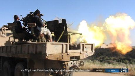 Chao lua Deir Ezzor: Quan doi Syria tieu diet gan 50 chien binh IS (video) - Anh 1