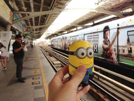 Co gai dua Minion di an ngon, choi vui khap Bangkok - Anh 2