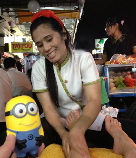 Co gai dua Minion di an ngon, choi vui khap Bangkok - Anh 4