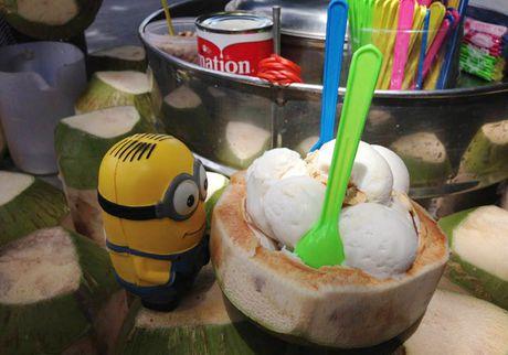 Co gai dua Minion di an ngon, choi vui khap Bangkok - Anh 9