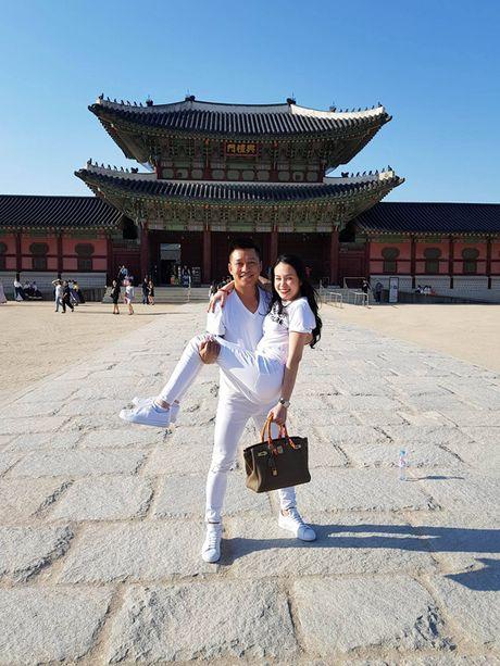 Tuan Hung be bong vo trong chuyen luu dien o Han Quoc - Anh 3