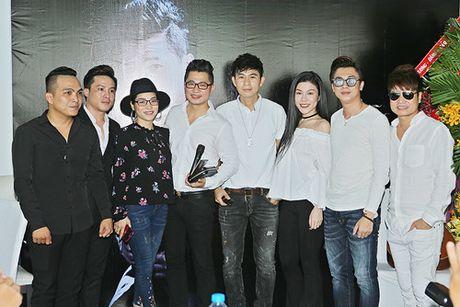 Lam Vu 'dan mat' Ho Viet Trung vi 'lan luot' dan anh - Anh 2