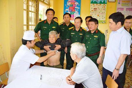 Benh vien Quan y 7 kham benh, cap thuoc mien phi cho doi tuong chinh sach tren dia ban tinh Thai Nguyen - Anh 1