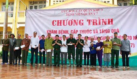 Benh vien Quan y 7 kham benh, cap thuoc mien phi cho doi tuong chinh sach tren dia ban tinh Thai Nguyen - Anh 2