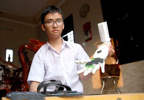 'Canh tay robot' doat giai o My duoc hoan thanh voi 3 trieu dong - Anh 1
