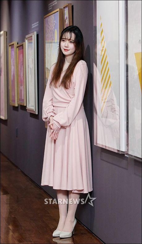 'Nang Co' Goo Hye Sun trat phan qua da khien mat trang bech - Anh 2