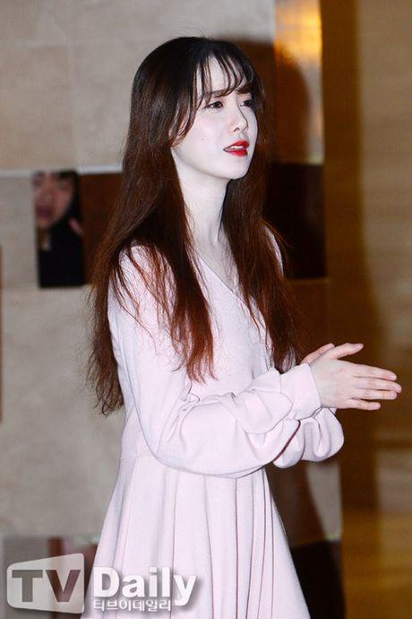 'Nang Co' Goo Hye Sun trat phan qua da khien mat trang bech - Anh 3