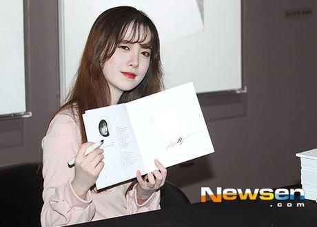 'Nang Co' Goo Hye Sun trat phan qua da khien mat trang bech - Anh 5